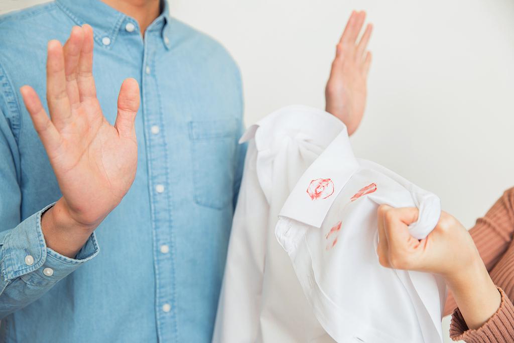 如何应对婚姻中的第三者?婚姻里出现小三怎么办?