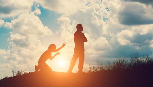 一个男人爱上一个女人最明显的表现是什
